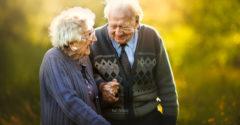 Egy fotós megörökített néhány idősebb párt. Nagyon meghatotta őt a párokból áradó tiszta és őszinte szerelem