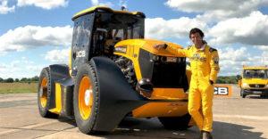 Nem fog közlekedési dugókat okozni. A JCB megépítette a világ leggyorsabb traktorát