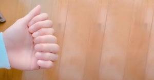 Nézzetek srácok, 8 ujjam van