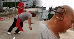A Kung Fu mester a fülével húzott el két autót négy utassal