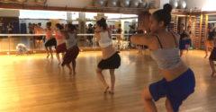 Talán sehol nem tudják úgy a feneküket rázni, mint egy tahiti tánciskolában