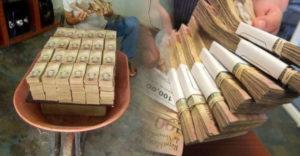 El tudod képzelni, hogy mennyi dollárt kapnál egy venezuelai bolívarral teli tálcáért??
