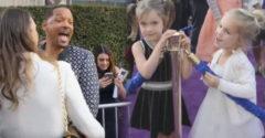 Will Smith varázserő híján is elvarázsolt két tündéri kislányt, kedvesen válaszolgatott kíváncsi kérdéseikre