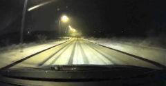 Amikor 100 km/h sebességgel száguldasz a havas úton és elfeledkezel arról, hogy kanyar következik