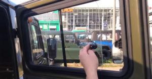 Biztonsági szint 100. Az UAZ ablakának biztosítása kísértésbe ejt minden tolvajt