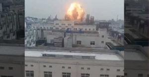 Nem volt okos ötlet az ablakból nézni a gyár felrobbanását