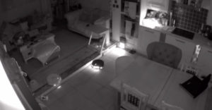 Mit csinálnak a robotporszívók, amíg te alszol?