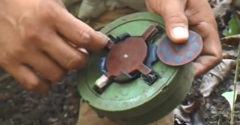 A kambodzsai srác bemutatja, hogyan lehet hatástalanítani egy taposóaknát