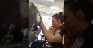 Ilyen egy igazán nagyon erős turbulencia a repülőgépben