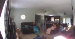 Nyugodtan nézed a tévét és egyszercsak a tető meg egy fa zuhan a nappalidba