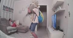 A husky nem tudta leplezni az örömét, amikor meglátta a gazdiját az ajtóban