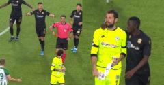 A kapus átírta a török foci történetét. Már a 13. percben pirosat kapott