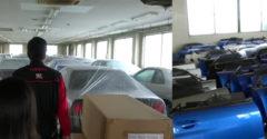 Ikonikus sportkocsik és pótalkatrészek titkos raktára. Elérhető áron árulnak mindent