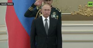 Így játszotta el Putyinnak Szaúd Arábiában a zenekar az orosz himnuszt. Hangzavar, mint egy általános iskolai zeneórán