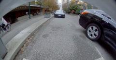 Így ne parkolj párhuzamosan