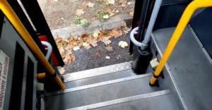 A városi busz sofőrje megmutatja, hogyan néz ki az öreg Karosa busz a 30 000 eurós felújítás után