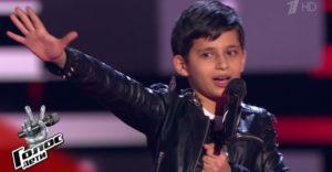 Ebben a 13 éves fiúban elevenedett meg Freddi Mercury szelleme. Elvarázsolta a The Voice zsűritagjait