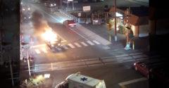 Hős lett az éppen arra elhaladó őrangyal. A kocsi robbanása után húzta ki a sofőrt