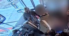 Az autóbusz sofőrje az ajtók közé csukta az iskolást, majd 45 méteren keresztül vonszolta