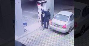 A sofőr nem fizetett a benzinért, még szerencse, hogy Hulk a benzinkúton dolgozott