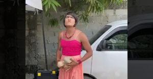 Nagyon figyelj, hogy a nő hová dobja a követ