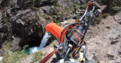 A motoros a 22 méteres zuhanás után felállt és a saját lábain ment tovább