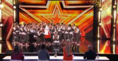 A népes tánccsoport a tökéletes koreográfiával kitáncolta magának az Arany gombot
