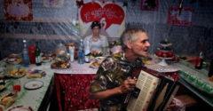 Hogy néz ki egy igazi orosz lakodalom? Mókás jelenetekből nincs hiány!