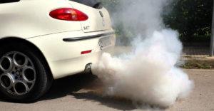 Probléma vagy csak az autó reakciója a hideg időjárásra? A különbség fehér füst és fehér füst között