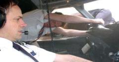 Szörnyűséges percek a repülő fedélzetén: a pilóta kis híján kirepült a gép ablakán 5300 méteres magasságban