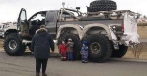 Oroszországban minden nagyobb, erősebb és őrültebb. Ez igaz a kocsikra is.
