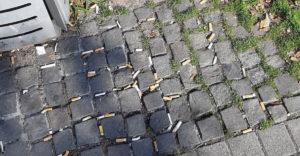 Szlovákiában hatalmas ötlettel veszik rá a dohányzókat, hogy a cigaretta csikk ne a földön végezze.