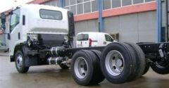 Miért van néhány teherautó hátsó kereke menet közben a levegőben? Nem pótkerék