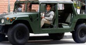 A legendás Arnold Schwarzenegger és az ő autói. Milyen kocsikkal furikázik?