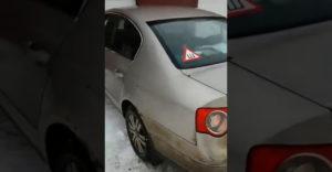 Egy fiatal hölgy elvitte kitakaríttatni az autóját. A tisztító cég alkalmazottai még soha nem láttak ekkora disznóólat