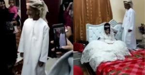 Az afgán menyasszony élete legboldogabb napja. Az öreg bácsika csak a létszám miatt szerezte meg őt