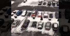 Először látott havat az autóján. Jókora kárt okozott magának a söprési technikájával
