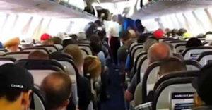 Amikor a kanadaiak szállnak ki a repülőgépből (Más ország, más szokások)