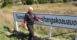 Bemutatta a világ leghosszabb földrajzi nevét, egy új-zélandi hegycsúcs nevét