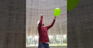 Kidurrantott egy lufit az atomerőmű hűtőtornyában. A helyiek azt hitték, hogy vihar közeleg