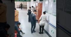 Egy igazi gentleman segített a terhes nőnek a kórházban. A többiek úgy tettek, mintha semmi sem történne