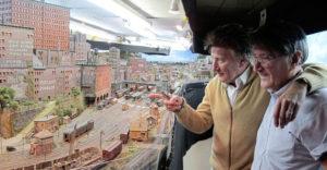 26 éve építi lenyűgöző modellvasútját a híres brit rocksztár