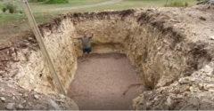 Egy hatalmas gödröt ásott a kertjében, senki nem értette, hogy miért