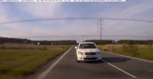 A sofőr jelzésére megálltak a cseh csendőrök és a közlekedési dugón keresztül elkísérték őket a kórházba
