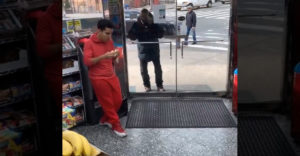 Szép gesztust tett egy hajléktalan felé a vegyesbolt menedzsere