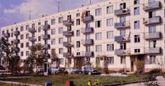 Miért nincs a panelházak földszinti lakásainak balkonja? Több oka is van