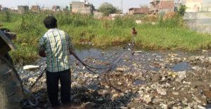 Egy 26 éves férfi életre kelti az elpusztult tavakat Indiában