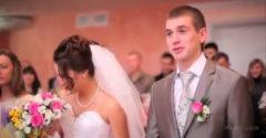 A vőlegény az esküvői szertartás alatt vicces akart lenni és nemet mondott a menyasszonynak, aki meglepően reagált
