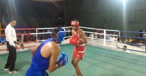 Jól időzítették a bokszolók a kemény dupla KO-t. A bíró nem tudta, hogy most mit tegyen