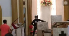 Egy fegyveres férfi ment be a templomba. A hívők megmutatták, hogy a szeresd a felebarátod mit jelent a gyakorlatban